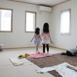 【託児室】 各集会中にお子様に遊んで過ごしていただける部屋です。こども礼拝、こひつじクラスなどお子様向けの集会もこの部屋で行っています。